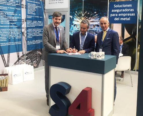 De izquierda a derecha, D. Alfredo Blanco, CEO de S4, junto a D. Enrique Mallón, Secretario General de Asime y D. Manuel Fidalgo, Director Comercial de S4.
