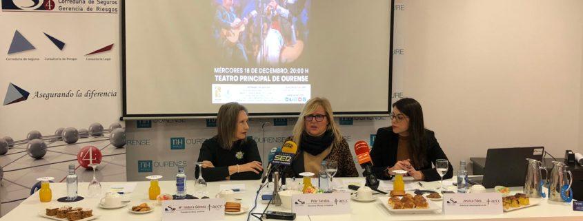 De izquierda a derecha, Dña. Mª Isidora Gómez, Presidenta de la AECC de Ourense; Dña. Pilar Sarabia, Adjunta de Dirección en S4 y Dña. Jessica Fernández, Responsable de Marketing y Comunicación en S4